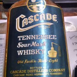 cascade_tennessee_whiskey_half_pint_1971_front
