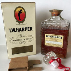 iw_harper_bonded_bourbon_decanter_1946-1951_back