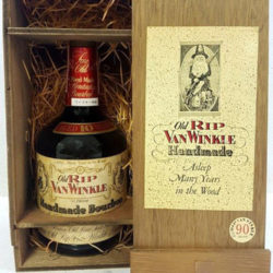 old_rip_van_winkle_10_year_90_proof_bourbon_1983_in_box