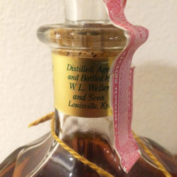 weller_special_reserve_bourbon_decanter_90_proof_pint_neck1